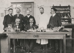 A group of psychiatrists in the clinic of University of Munich: Dr. Solomon C. Fuller and Alois Alzh